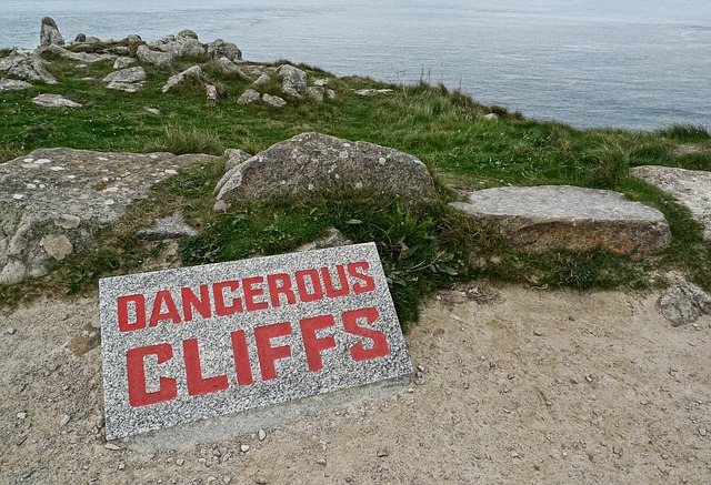 dangerous-1040641_640
